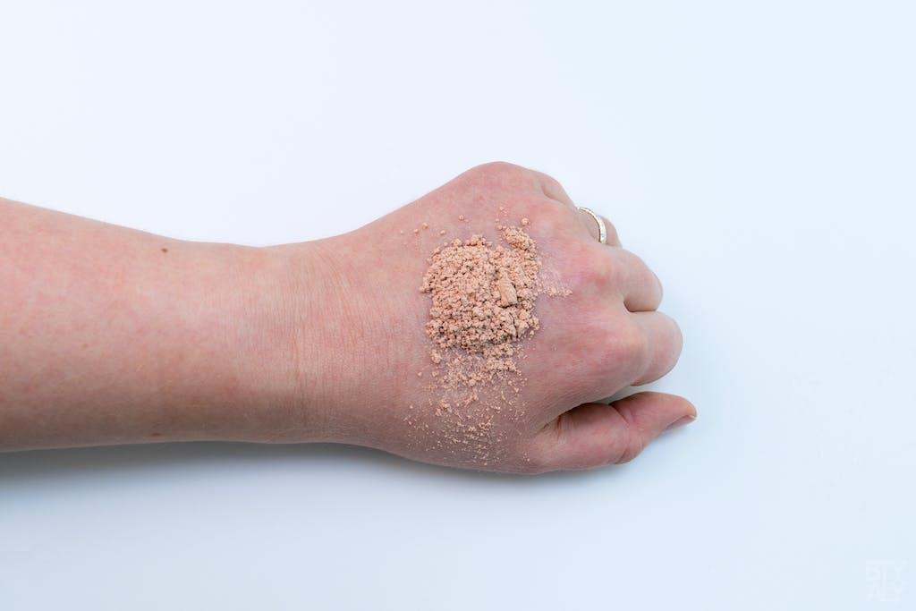 Poudre minérale SPF: quantité pour le visage et le cou